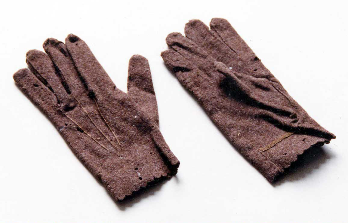 Woollen gloves c.1850.